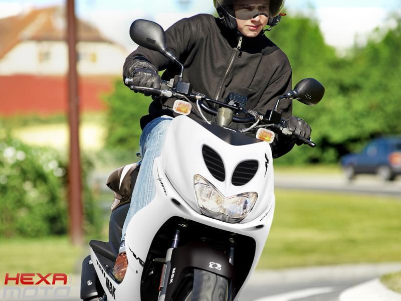 2009 MBK Nitro Naked - Moto.ZombDrive.COM